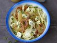 Recette : Salade de fenouil croquant au bleu, poire et pancetta croustillante -...